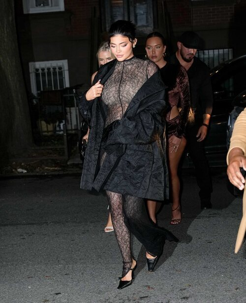 Kylie Jenner con un mono de LaQuan Smith en Nueva York durante la semana de la moda primavera/verano 2022