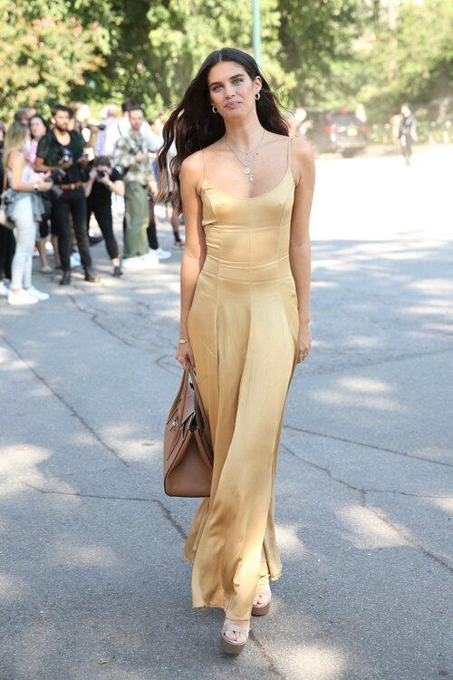 Sara Sampaio llegando al desfile de Michael Kors durante la Semana de la Moda de Nueva York primera/verano 2022