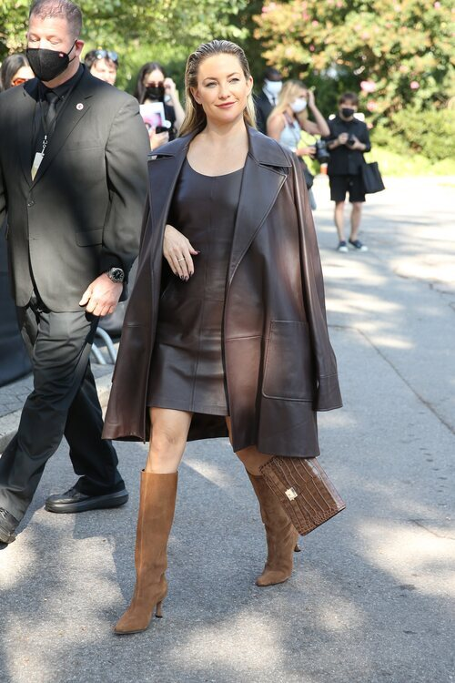 Kate Hudson llegando al desfile de Michael Kors durante la Semana de la Moda de Nueva York primera/verano 2022