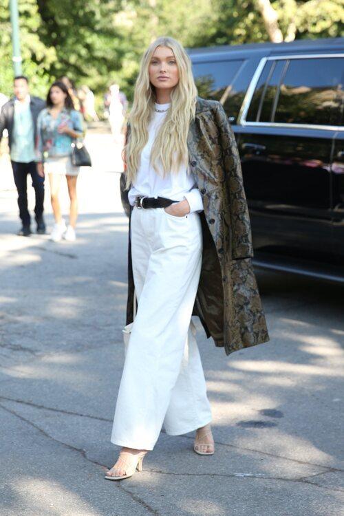 Elsa Hosk llegando al desfile de Michael Kors durante la Semana de la Moda de Nueva York primera/verano 2022