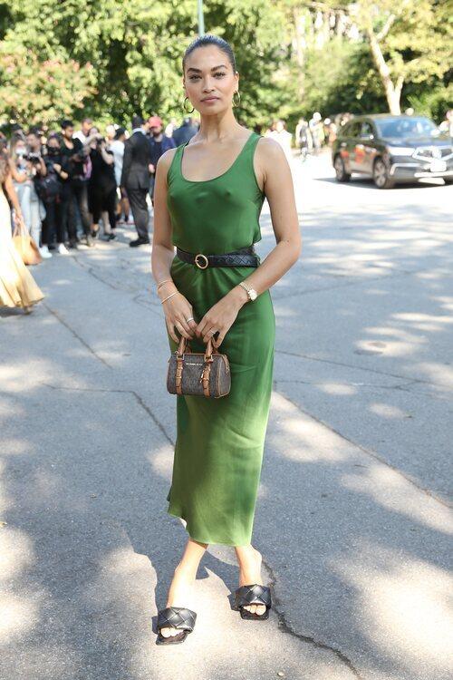 Shanina Shaik llegando al desfile de Michael Kors durante la Semana de la Moda de Nueva York primera/verano 2022