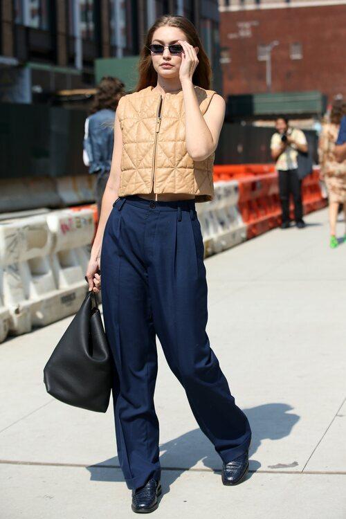 Gigi Hadid apuesta por el chaleco en la Semana de la Moda de Nueva York primera/verano 2022