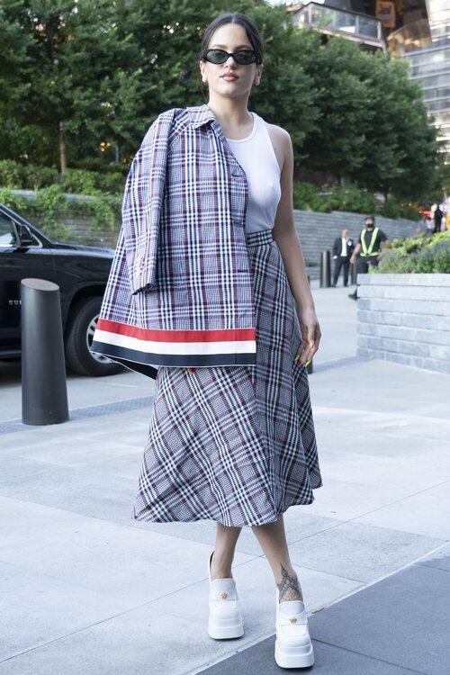 Rosalía en el desfile de Thom Browne en la Semana de la Moda de Nueva York primera/verano 2022