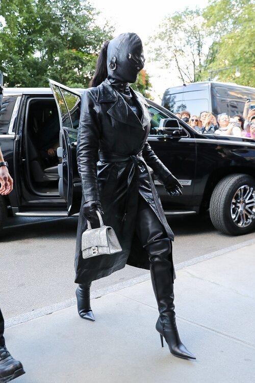 Kim Kardashian de Balenciaga en la Semana de la Moda de Nueva York primera/verano 2022