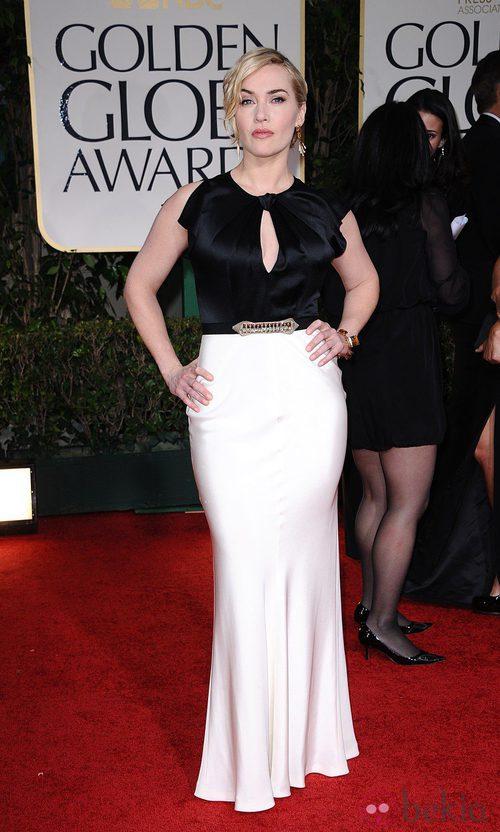 Kate Winslet vestida con un 'black and white' look de Jenny Packham en la alfombra roja de los Globos de Oro 2012