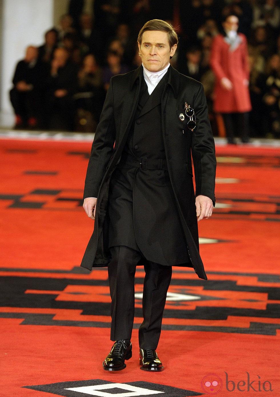 Willem Dafoe desfila para Prada en la semana de la moda de Milán
