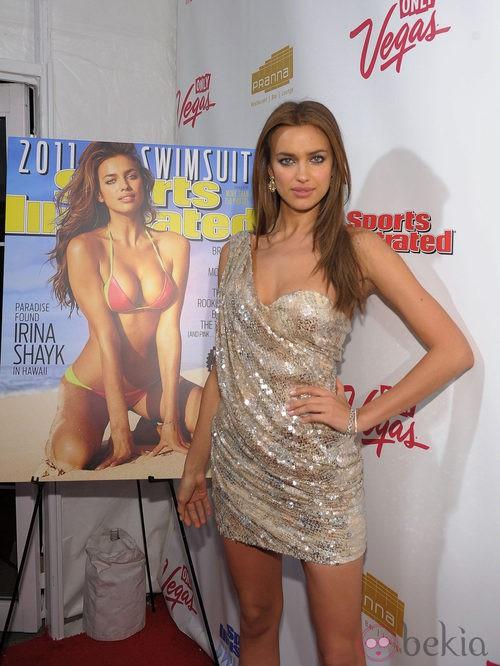 Irina Shayk con un vestido glitter