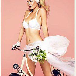 Bar Refaeli posa como imagen de la colección primavera/verano 2012 de Passionata