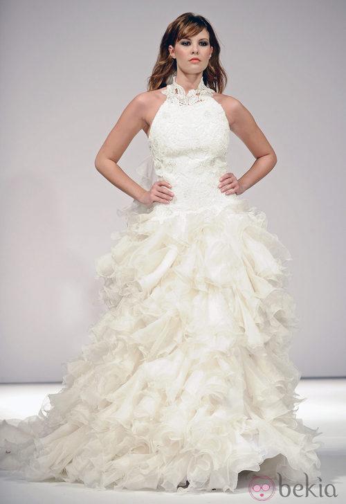 Jessica Bueno desfila vestida de novia para Toni Fernández