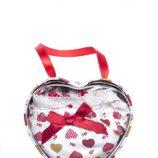 Cajita con ropa interior de la colección especial de 'San Valentín 2012' de Etam