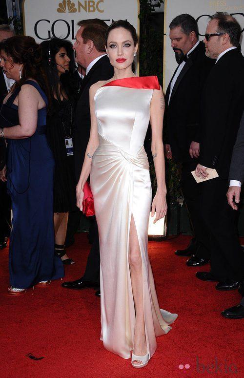 Angelina Jolie con vestido de Atelier Versace en los Globos de Oro 2012