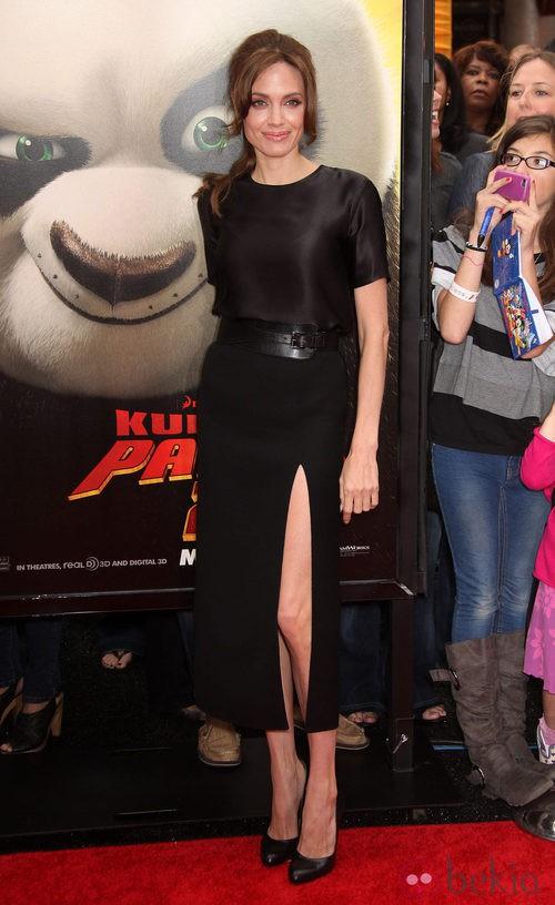 Angelina Jolie con vestido de Michael Kors y zapatos de Salvatore Ferragamo