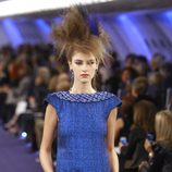 Vestido azul cobalto con acabado glitter de Chanel Alta Costura