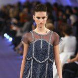 Vestido en azul profundo con pedrería y acabado deshilachado de Chanel Alta Costura