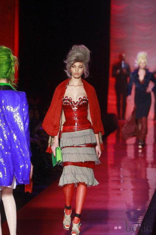 Vestido rojo con print de serpiente y volantes de Jean Paul Gaultier Alta Costura