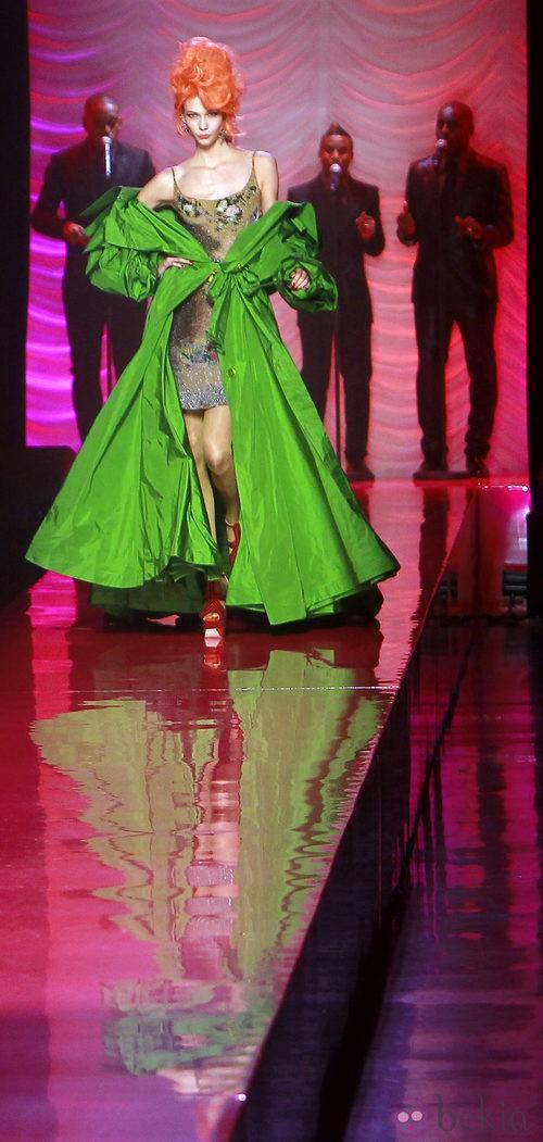 Abrigo imperio en verde flúor de Jean Paul Gaultier Alta Costura