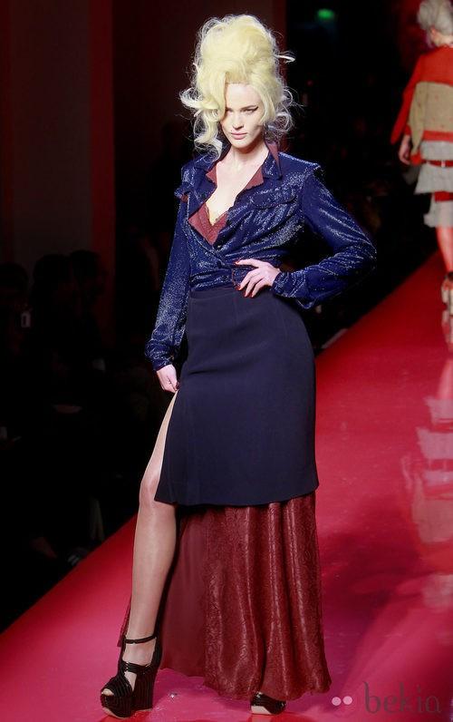 Falda lápiz y blusa en azul noche con detalles granates de Jean Paul Gaultier Alta Costura
