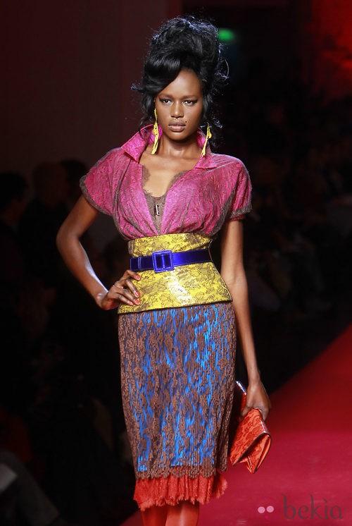 Diseño en color block bajo encaje nude de Jean Paul Gaultier Alta Costura
