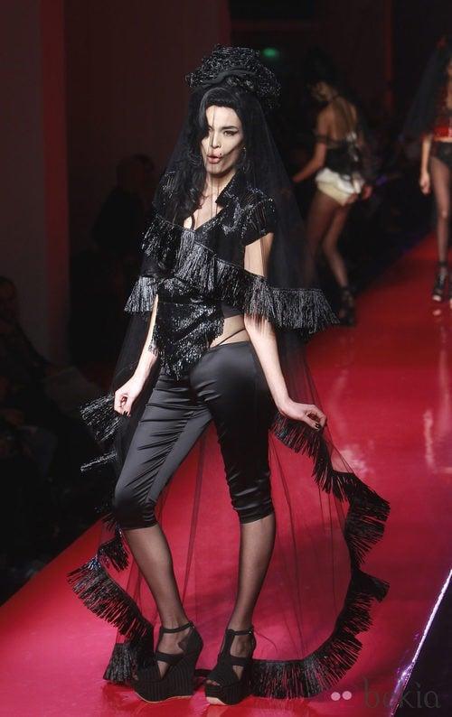 Velo negro con flecos de Jean Paul Gaultier Alta Costura