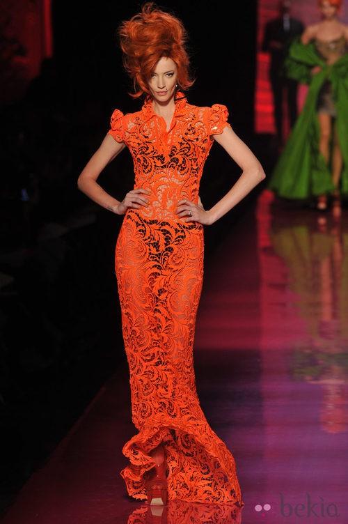 Vestido de encaje en naranja flúor de Jean Paul Gaultier Alta Costura
