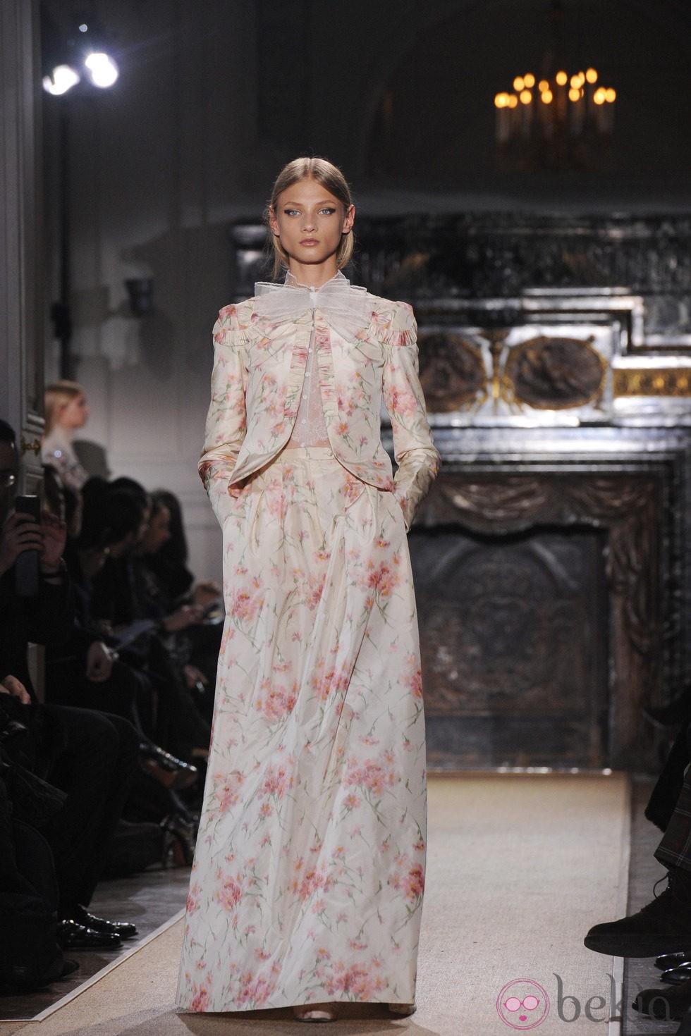 Dise o con estampados florales en rosa palo de valentino - Diseno alta costura ...