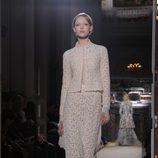 Diseño de encaje floral en blanco roto de Valentino Alta Costura