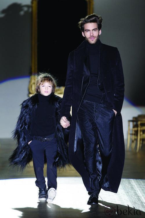 Jon Kortajarena cierra el desfile de Roberto Verino en la Fashion Week Madrid colección otoño/invierno 2012/2013