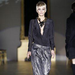 Desfile de Roberto Verino en la Fashion Week Madrid: pantalón glitter metalizado