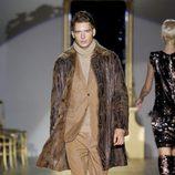 Desfile de Roberto Verino en la Fashion Week Madrid: traje marrón de caballero