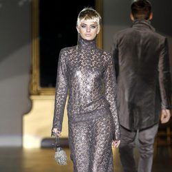 Desfile de Roberto Verino en la Fashion Week Madrid: jumpsuit glitter metalizado