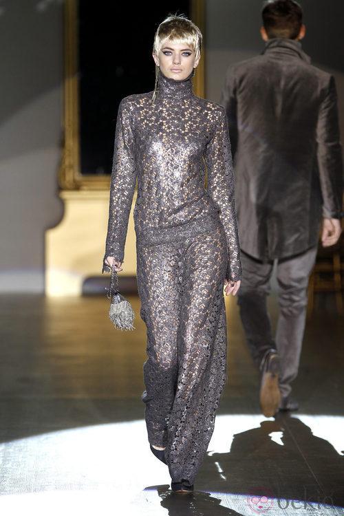 Desfile de Roberto Verino en la Fashion Week Madrid: jumpsuit glitter metalizado
