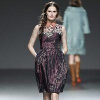 Vestido morado de la colección otoño/invierno 2012/2013 de Victorio & Lucchino
