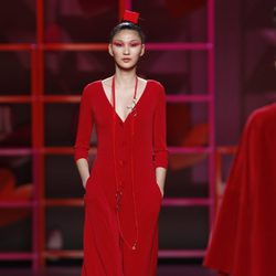 Ligero mono rojo de Agatha Ruiz de la Prada en la Madrid Fashion Week
