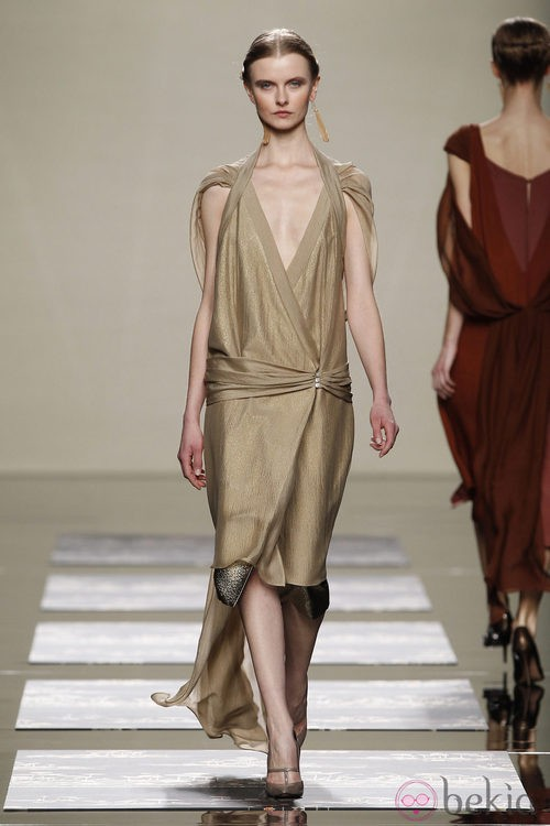 Vestido color champán de Ailanto en la Fashion Week Madrid