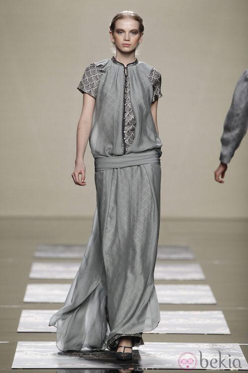 Vestido largo gris de la colección otoño/invierno 2012/2013 de Ailanto