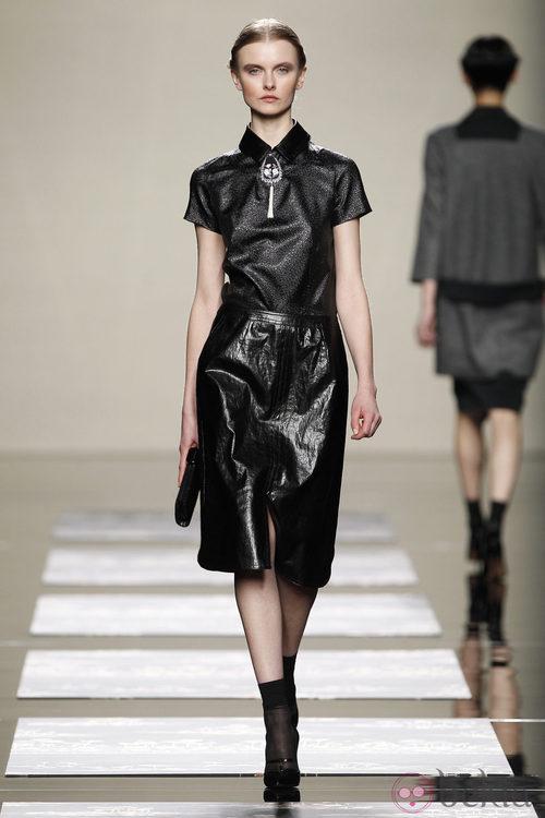 Falda de cuero sobre la pasarela de Ailanto en Fashion Week Madrid