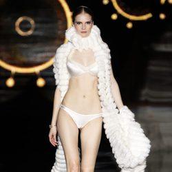 Conjunto de lencería blanco de Andrés Sardá en Fashion Week Madrid