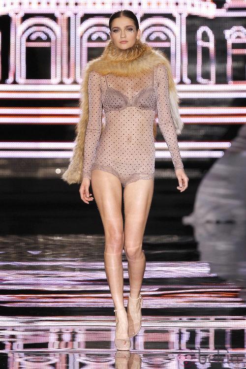 Conjunto de lencería en lila de Andrés Sardá en Fashion Week Madrid