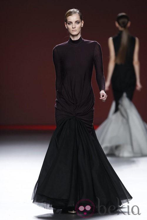 Vestido color berenjena de Amaya Arzuaga en Fashion Week Madrid