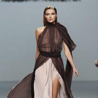 Vestido bicolor largo de gasa de la colección otoño/invierno 2012/2013 de Roberto Torretta