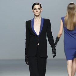 Traje chaqueta de Roberto Torretta en Fashion Week Madrid