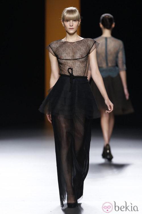 Vestido negro transparente de la colección otoño/invierno 2012/2013 de Juanjo Oliva