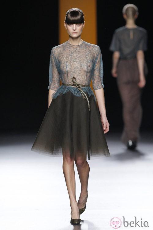 Camisa azul transparente de Juanjo Oliva en Fashion Week Madrid