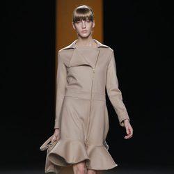 Abrigo con cremallera de la colección otoño/invierno 2012/2013 de Juanjo Oliva