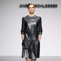 Vestido de cuero de la colección otoño/invierno 2012/2013 de Ángel Schlesser