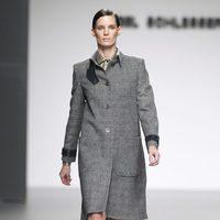 Abrigo gris tartán de la colección otoño/invierno 2012/2013 de Ángel Schlesser