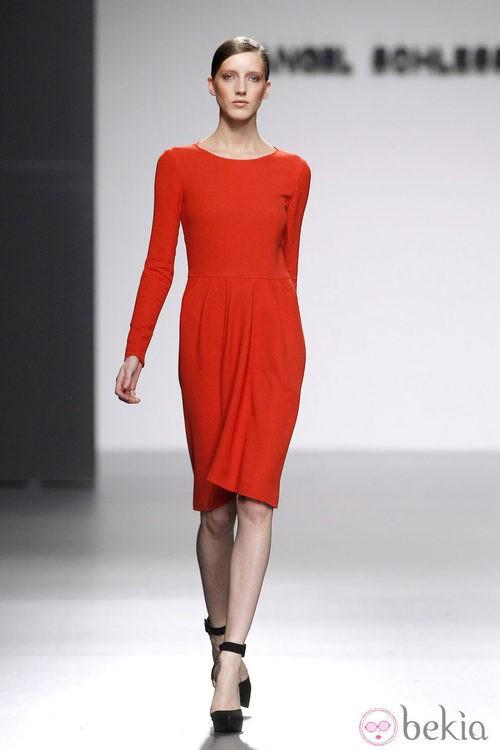 Vestido rojo de la colección otoño/invierno 2012/2013 de Ángel Schlesser