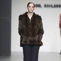 Abrigo de pelo de Ángel Schlesser en Fashion Week Madrid