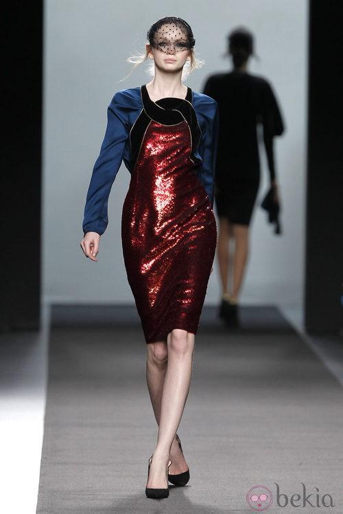 Vestido glitter rojo de la colección otoño/invierno 2012/2013 de Miguel Palacio