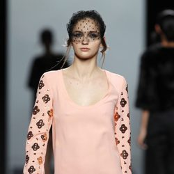 Vestido rosa de la colección otoño/invierno 2012/2013 de Miguel Palacio